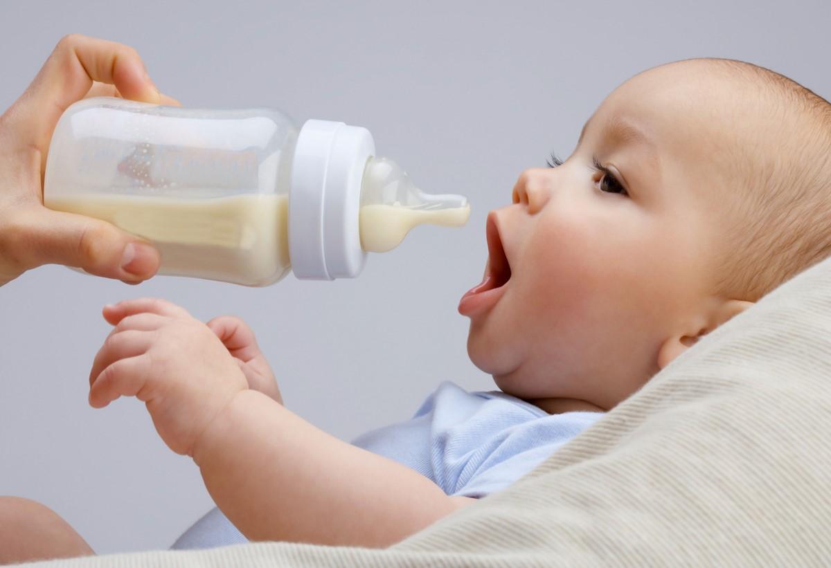 انتخاب بهترین شیشه شیر برای نوزاد
