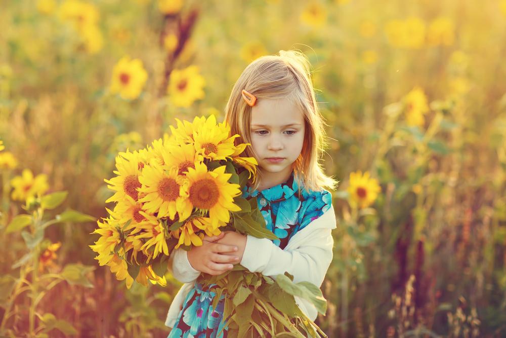آموزش کمک کردن به دیگران به فرزند و کودک مان