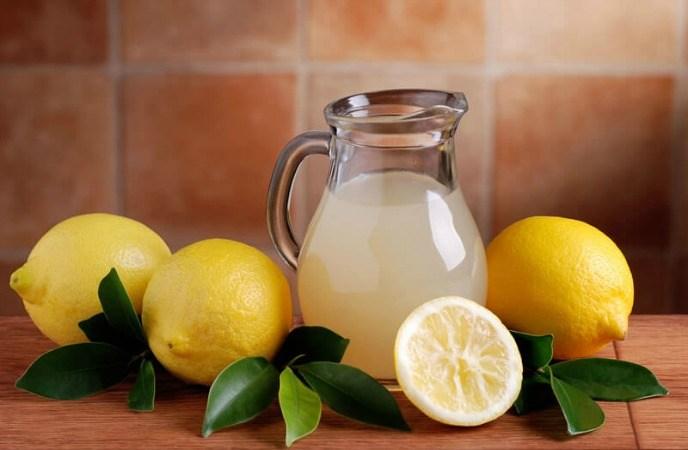 درمان خانگی لکه های صورت با عصاره لیمو