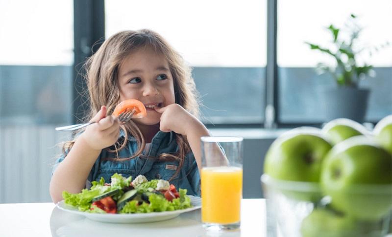 9 مواد غذایی و ویتامین های مهم برای کودکان