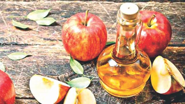 ۴ روش درمان حلقه های سیاه دور چشم با سرکه سیب