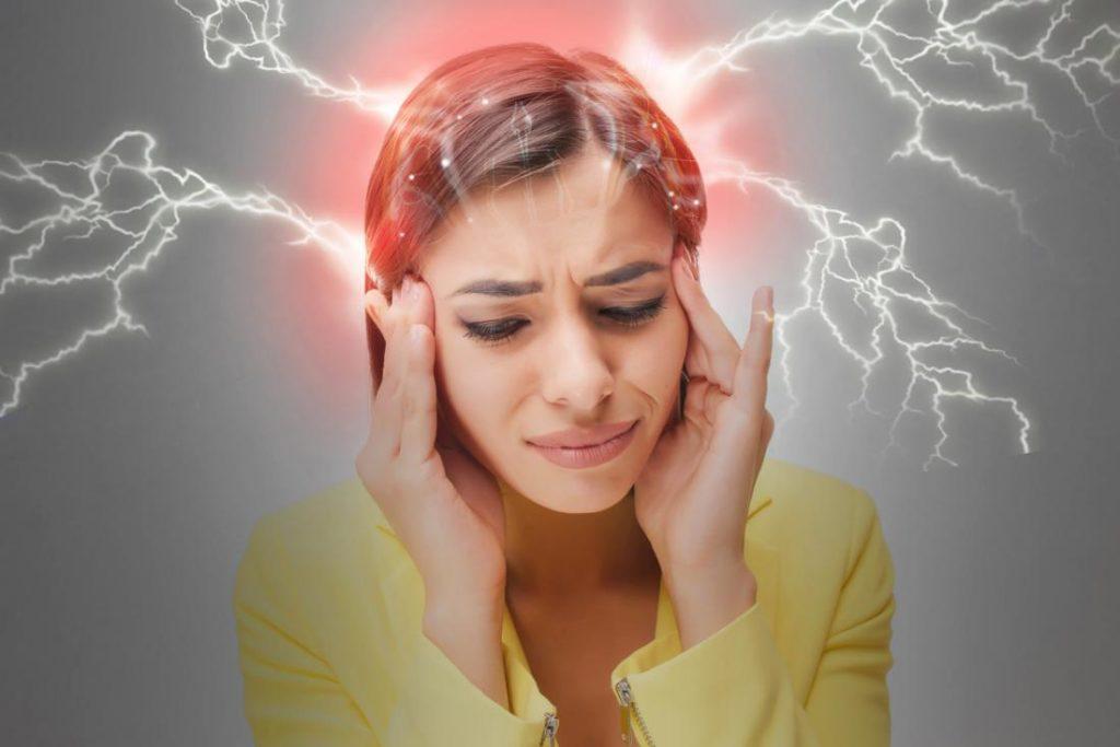 پیشگیری و درمان میگرن برای زنان + 6 توصیه کاربردی