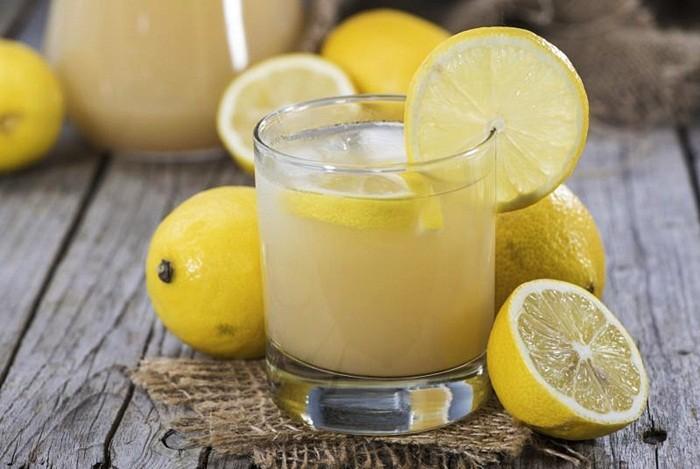 خواص و فواید آب لیمو برای درمان خانگی اسهال