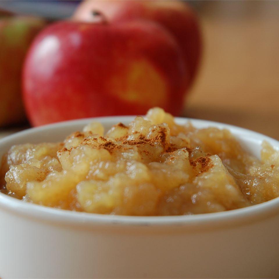 طرز تهیه پوره سیب برای کودکان و نوزاران